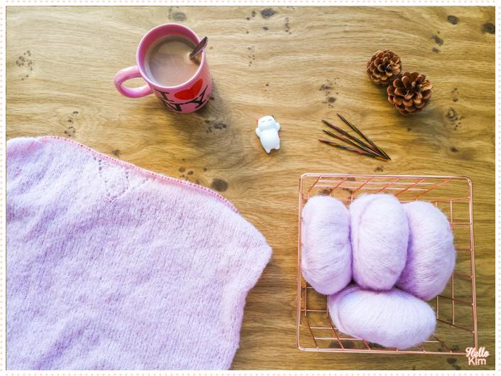 Devant tricoté du pull ajouré, inspiré du pull Presque Sessun de clmandco, tricoté avec la Drops Brushed aplaca silk en coloris rose poudré